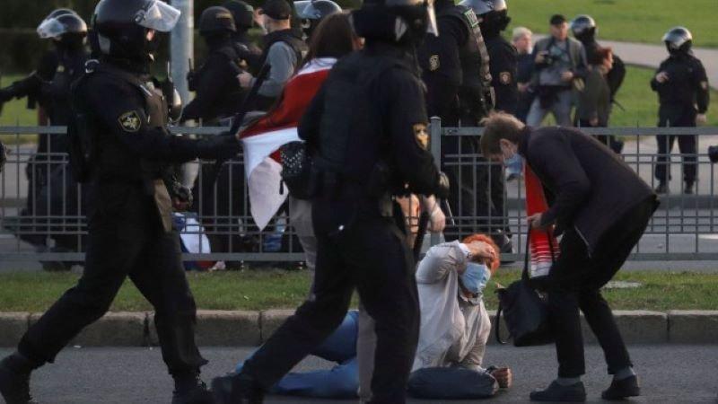 Хиляди излязоха на протест заради клетвата на Лукашенко, десетки са арестувани