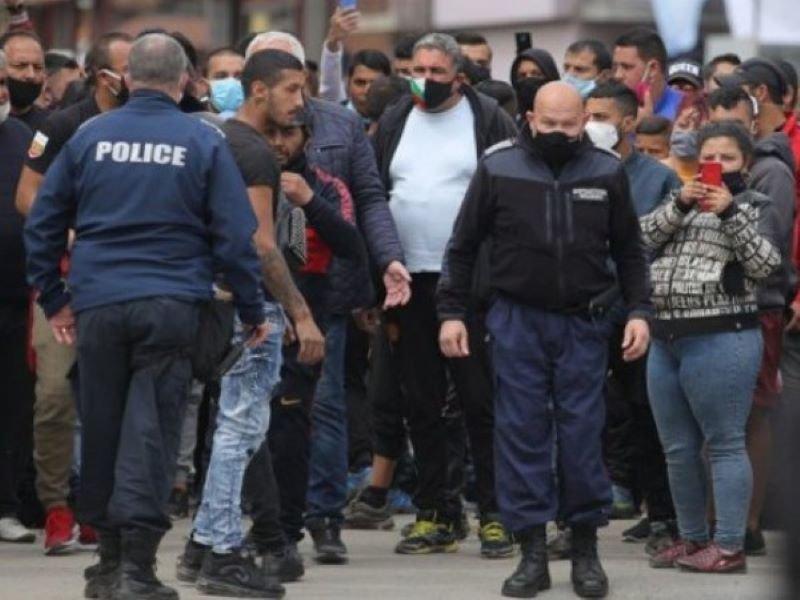 """Напрежение във """"Факултета"""": Ромите от виетнамските общежития отказват да живеят в морски контейнери"""