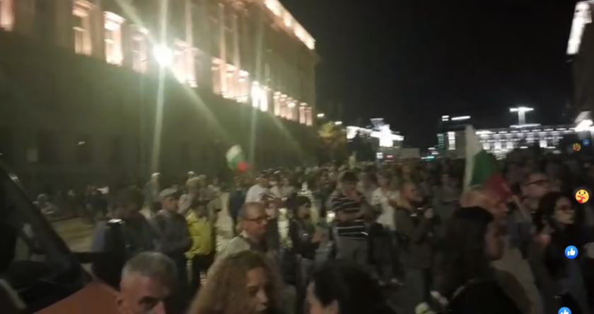 Протестиращите искат и оставката на столичния кмет