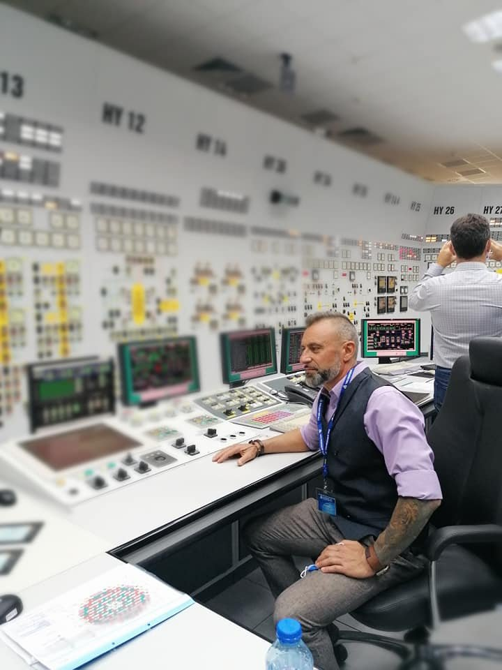 Барабанистът Калин Вельов инспектира ядрената централа