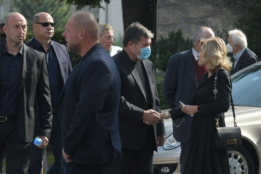"""Ченгеджийско погребение - вместо """"роднина, милиционер"""" - """"мутра, милиционер"""""""