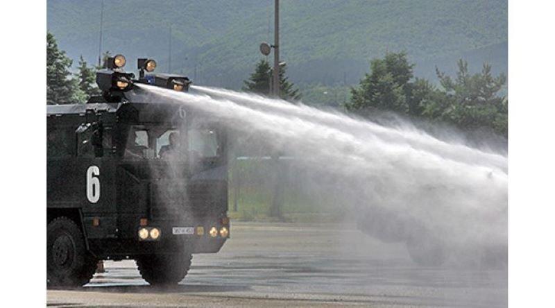 Чешката полиция използва водни оръдия срещу протестиращи