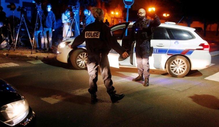 Вижте как полицията разстрелва касапина-ислямист край Париж (18+)