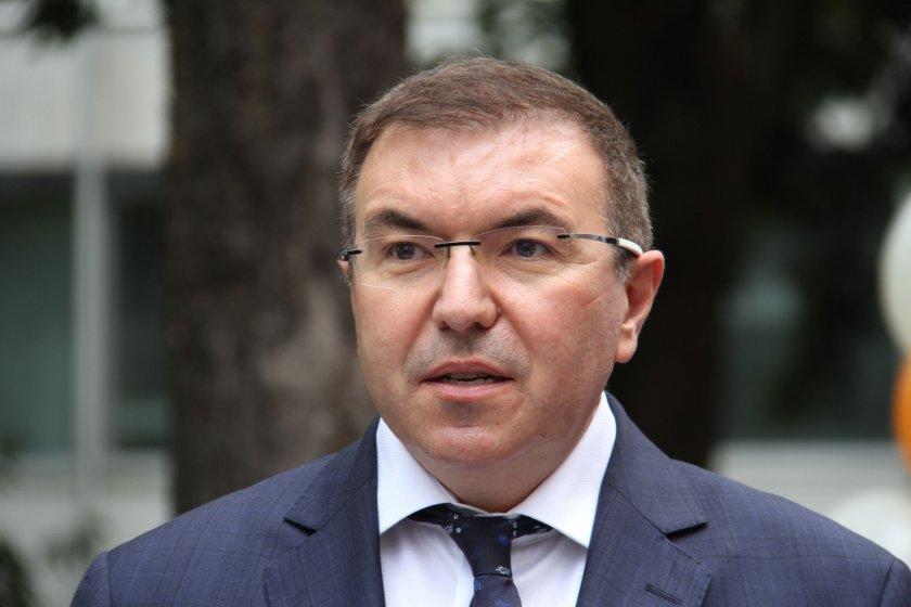 """Здравният министър взе """"на ръчна"""" кризата в Търговище"""