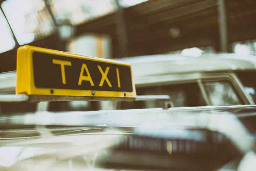 Ядец, бакшиши: Озаптяват тарифата за такси извън града