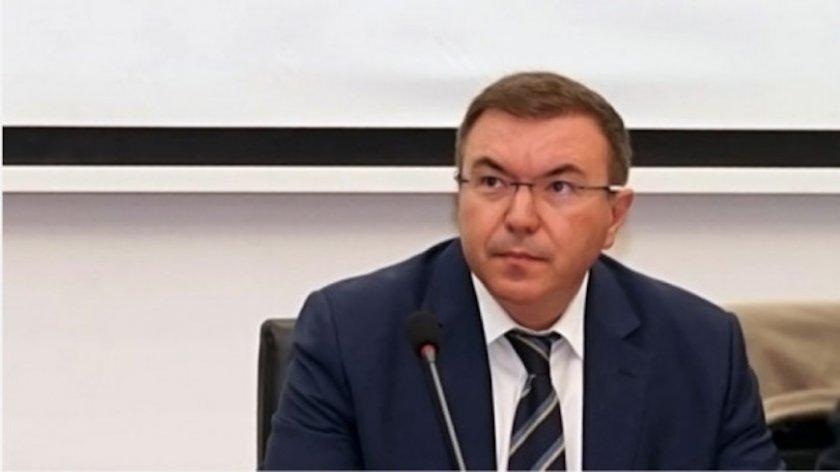 Здравният министър твърдо зад онлайн обучението
