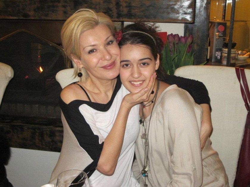 Дъщерята на Гала ли зарази майка си?