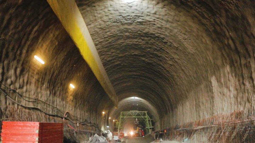 """Прокопани са 2/3 от тунел """"Железница"""" на магистрала """"Струма"""""""