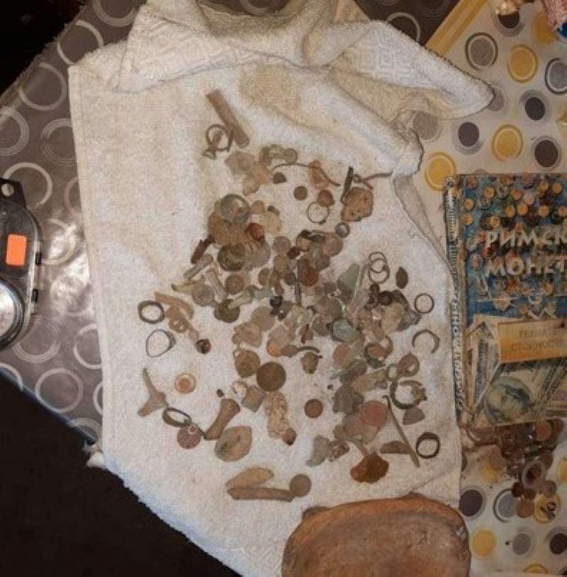 Откриха в дома на иманяр 22 монети край Хисаря
