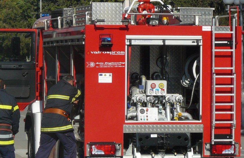 Пожар гори до Централна гара в София
