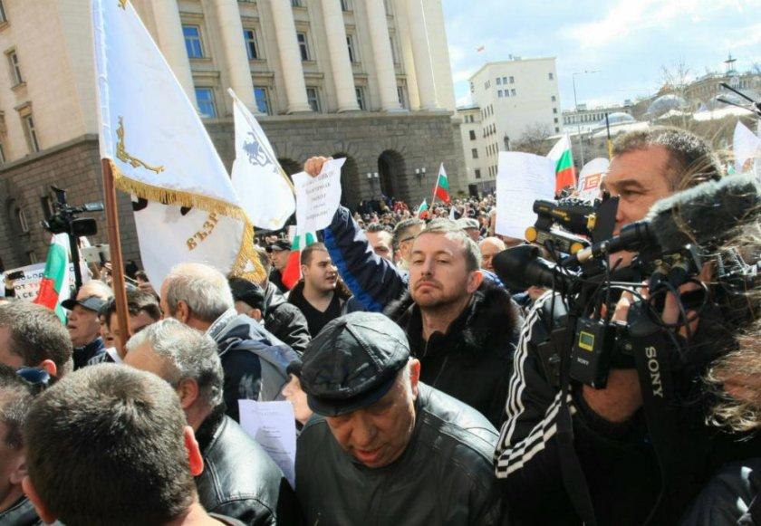 Бунтарите опитаха да нахлуят в сградата на Министерския съвет
