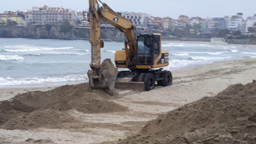 Плажът на Созопол си остава частен даже и през зимата