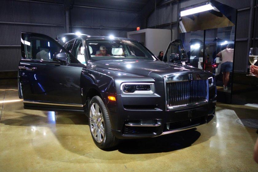 Rolls-Royce Cullinan е луксозен хулиган за 600 бона