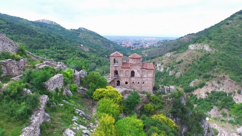 Асеновград се бори с потопа