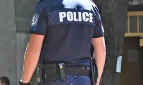 Мъртвопиян полицай се заби в билборд