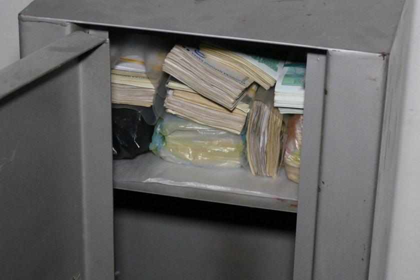 Арестуваха мъж, задигнал каса с пари от офис в Русе