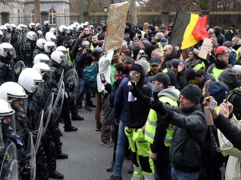 Ранени след сблъсъци с полиция в Белгия заради мерките