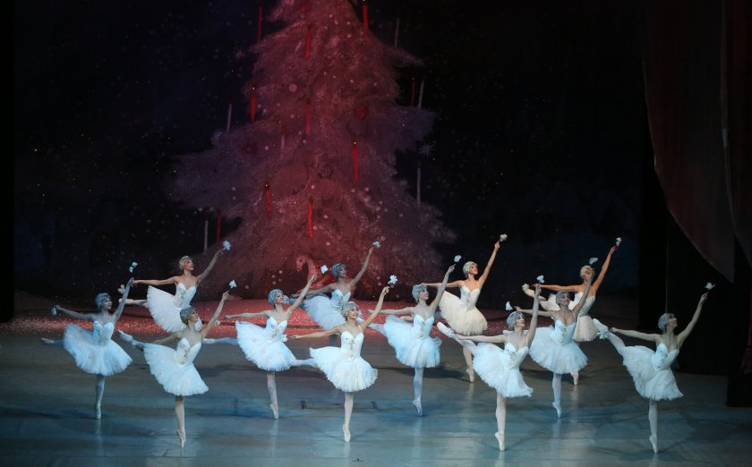 """Софийската опера поздравява почитателите си за Коледа с """"Лешникотрошачката"""""""