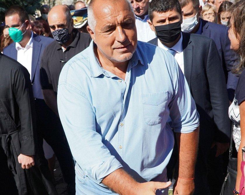 Борисов обикаля Родопите с трима министри (НА ЖИВО)