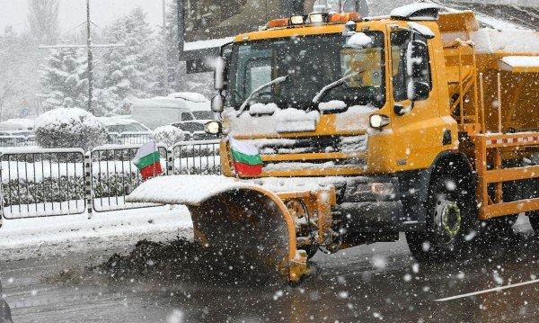 185 снегорина излязоха по улиците на София