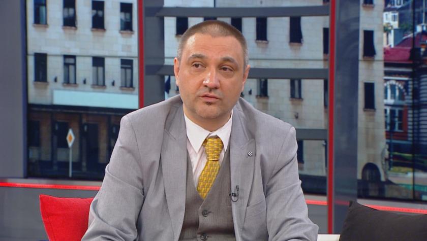 Доц. Чорбанов срещу проф. Ангелов на дуел във фейсбук