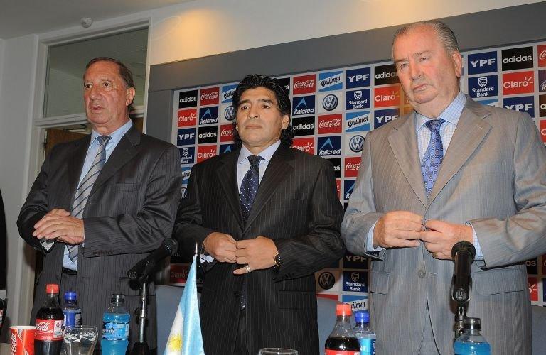 10 дена крият от любимия треньор на Марадона новината за смъртта му