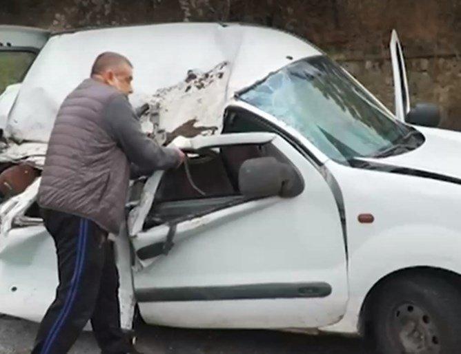 Подпорна стена смачка колата на пенсионер, едва оцеля