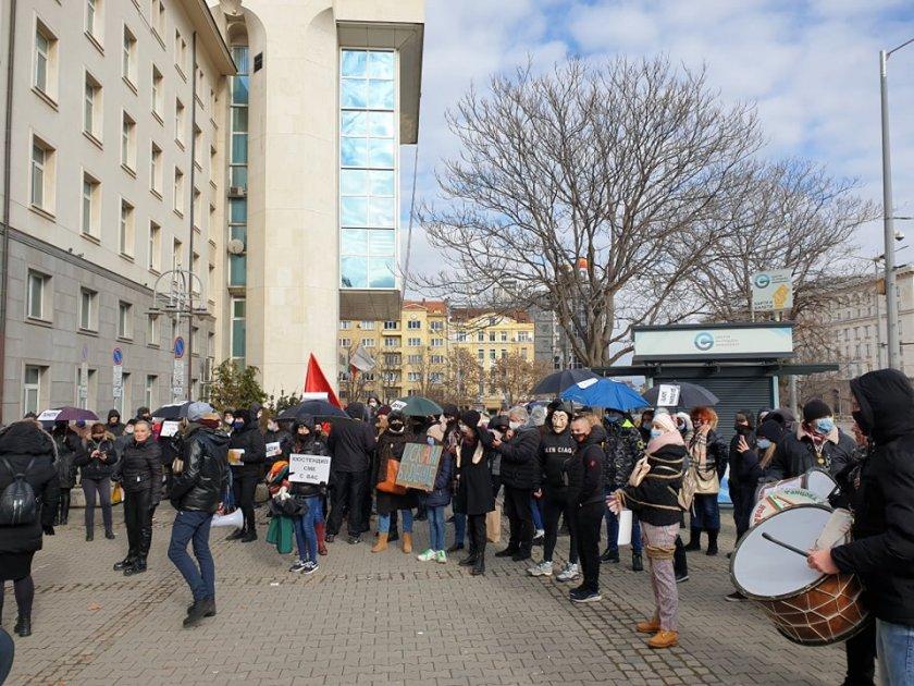 Хората на изкуството на протест срещу рестрикциите (СНИМКИ)