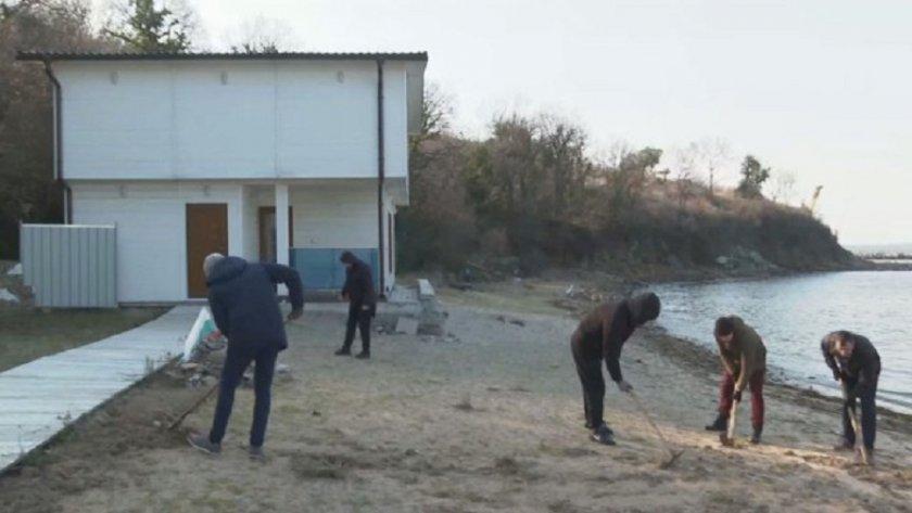 Нестандартно: На Росенец скубят трева