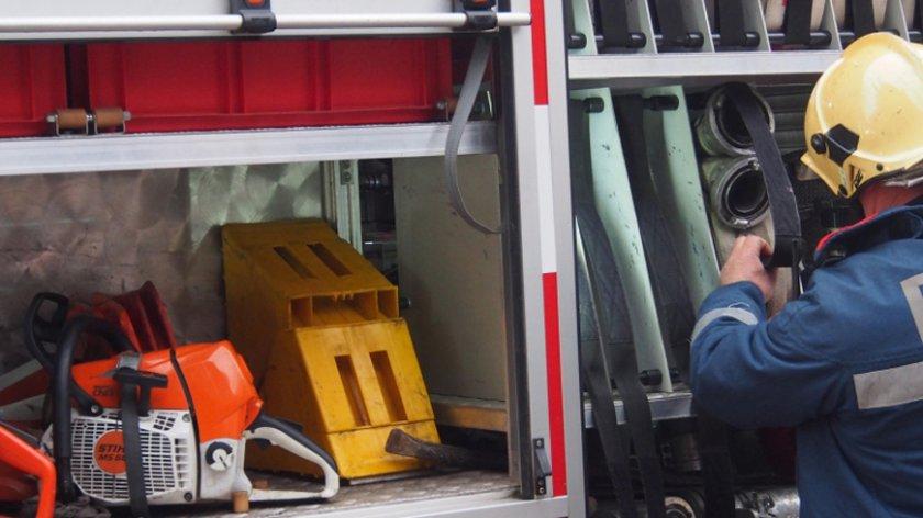 Гръмнал бойлер предизвика пожар в сервиз в София