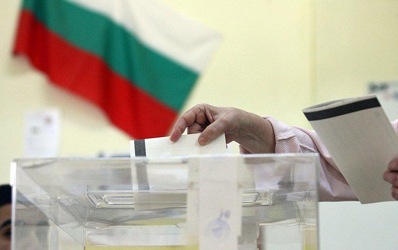 Външно умува как да гласуват нашенците зад граница