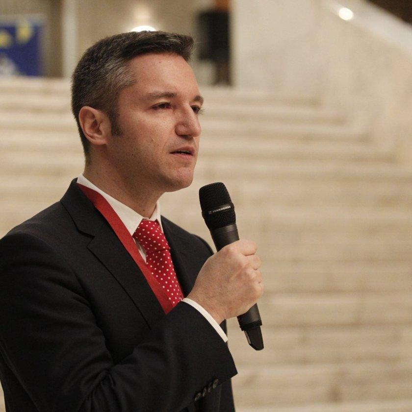 БСП отвръща на удара: Слави искаше от нас да му прокараме тези в парламента