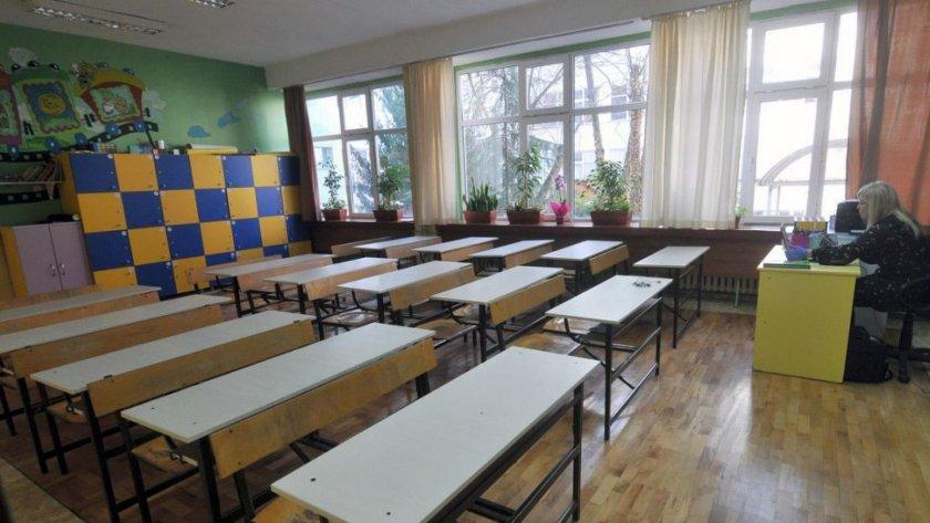 ВАЖНО: Кои класове се връщат в училище?