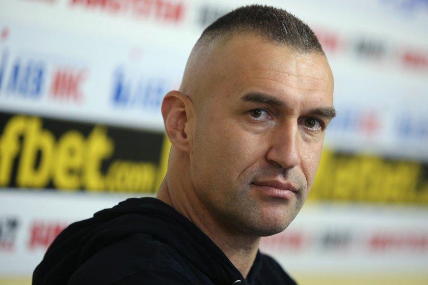Камбуров се намърда до Роналдо и Меси