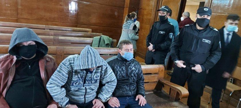 Тримата подкупни полицаи от Сливо поле може да получат до 10 г. затвор