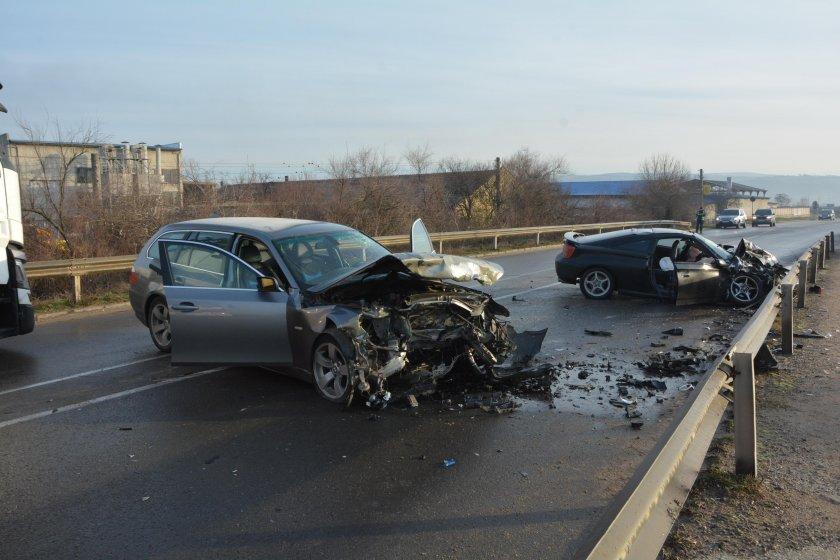 Мъртвопиян шофьор рани двама мъже и момиче в Харманли