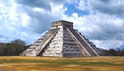 """Странен вихър """"атакува"""" пирамидата на Кукулкан"""