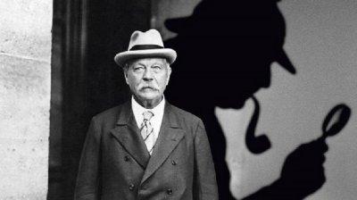 Бащата на Шерлок Холмс e медиум