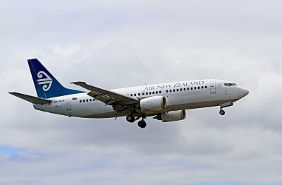 Самолет кацна аварийно заради пушек в кабината