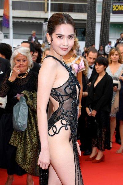 Виетнамски модел на съд за разголена рокля