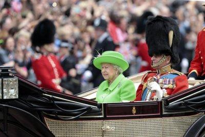 На Острова: Парад в чест на рождения ден на кралицата