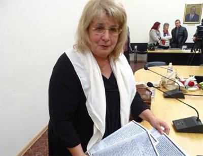 Дъното: Некадърнички в пощата се гаврят с професор