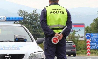 Шофьор влачи с колата си 20 м търновски полицай