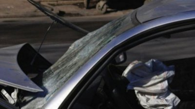 Шофьор бере душа след челен удар с джип край Български извор