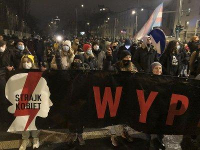 Хиляди в Полша протестираха срещу забраната на абортите
