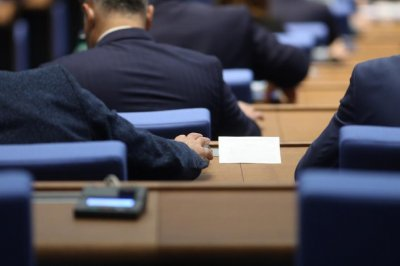 Депутатите решиха: Партийните сбирки - на принципа на концертите
