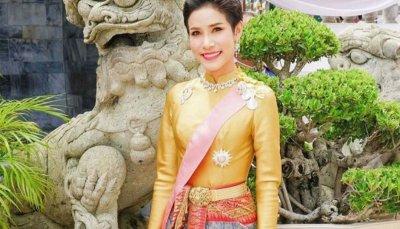 Кралят на Тайланд назначи любовница за втора кралица