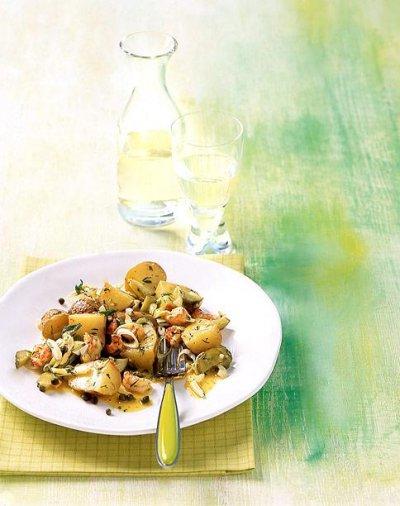 Печени картофи с кисели краставички и скариди