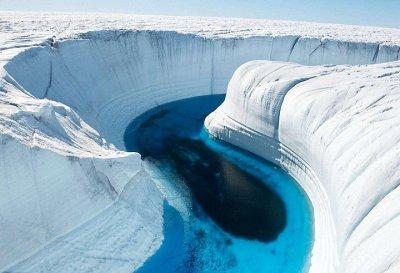 Загадъчна топлина топи Антарктида