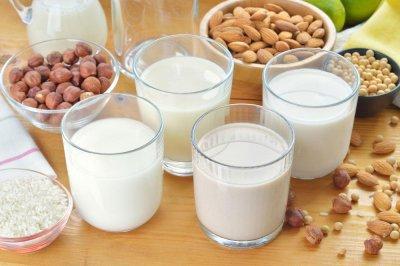Как се прави бадемово или лешниково мляко? Може и от други ядки